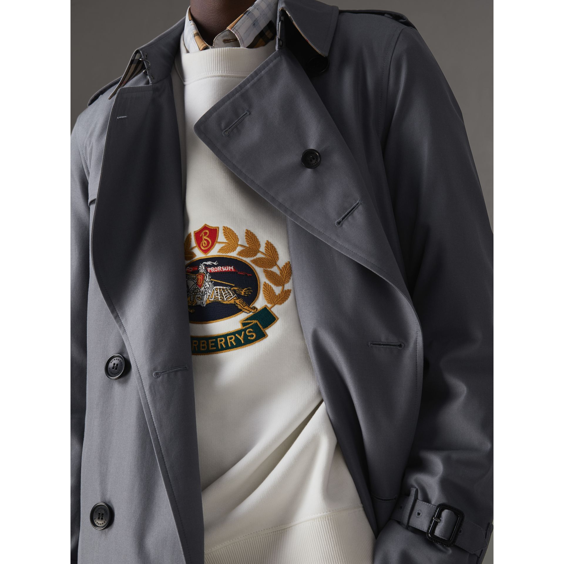 The Long Chelsea Heritage Trench Coat in Mid Grey - Men | Burberry - gallery image 4