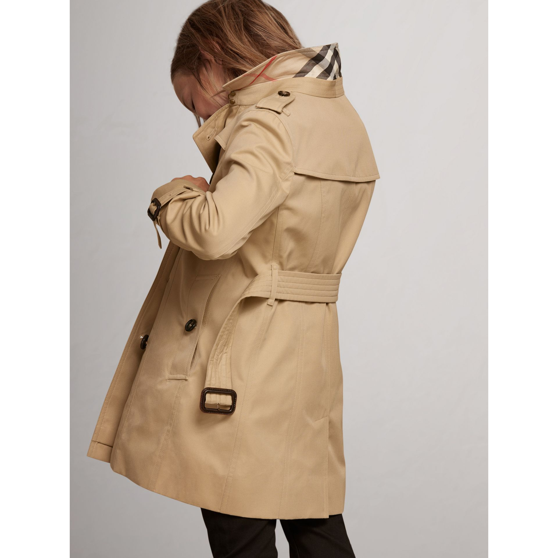 The Sandringham - Trench coat Heritage (Miele) - Bambina | Burberry - immagine della galleria 4