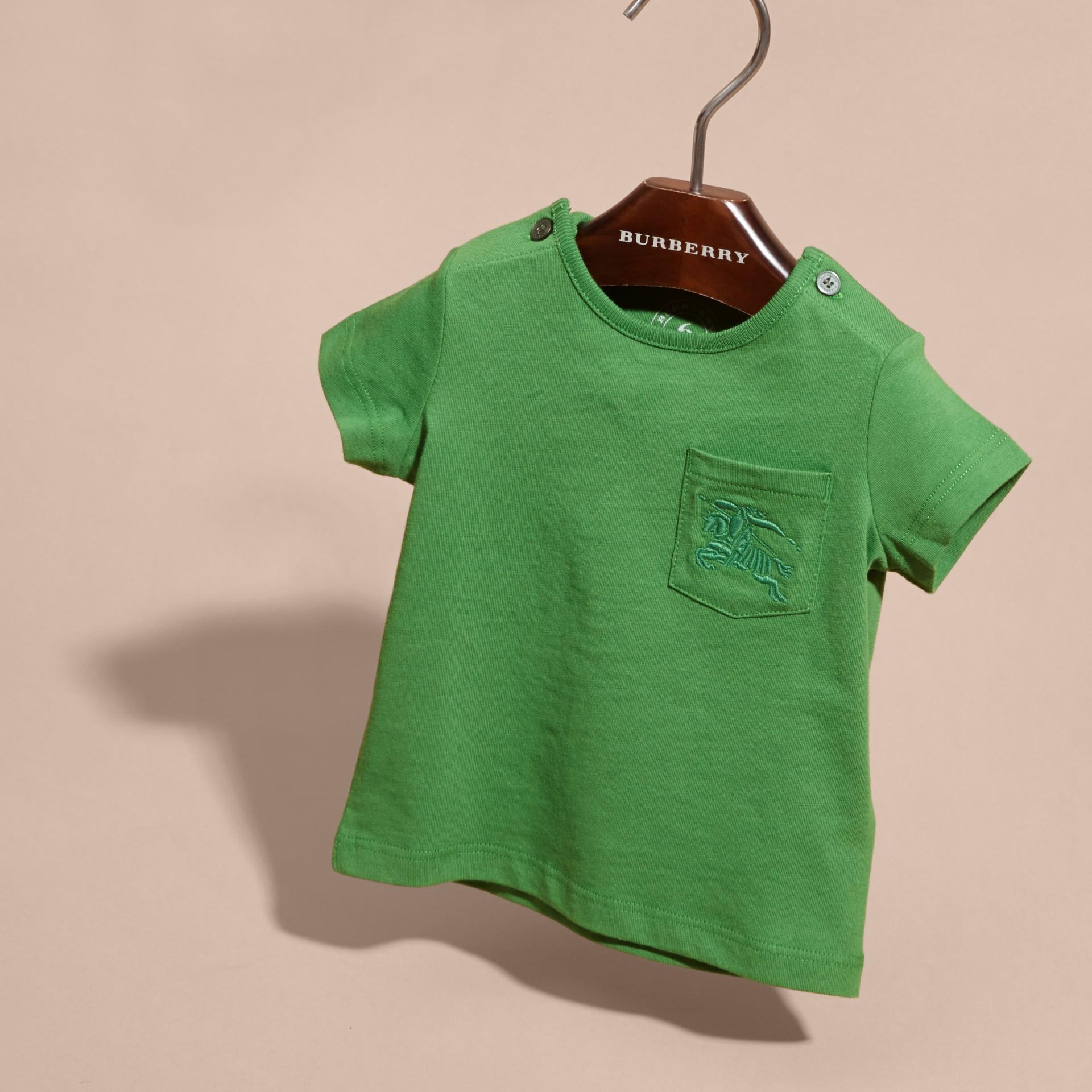 Verde felce brillante T-shirt girocollo in cotone Verde Felce Brillante - immagine della galleria 3