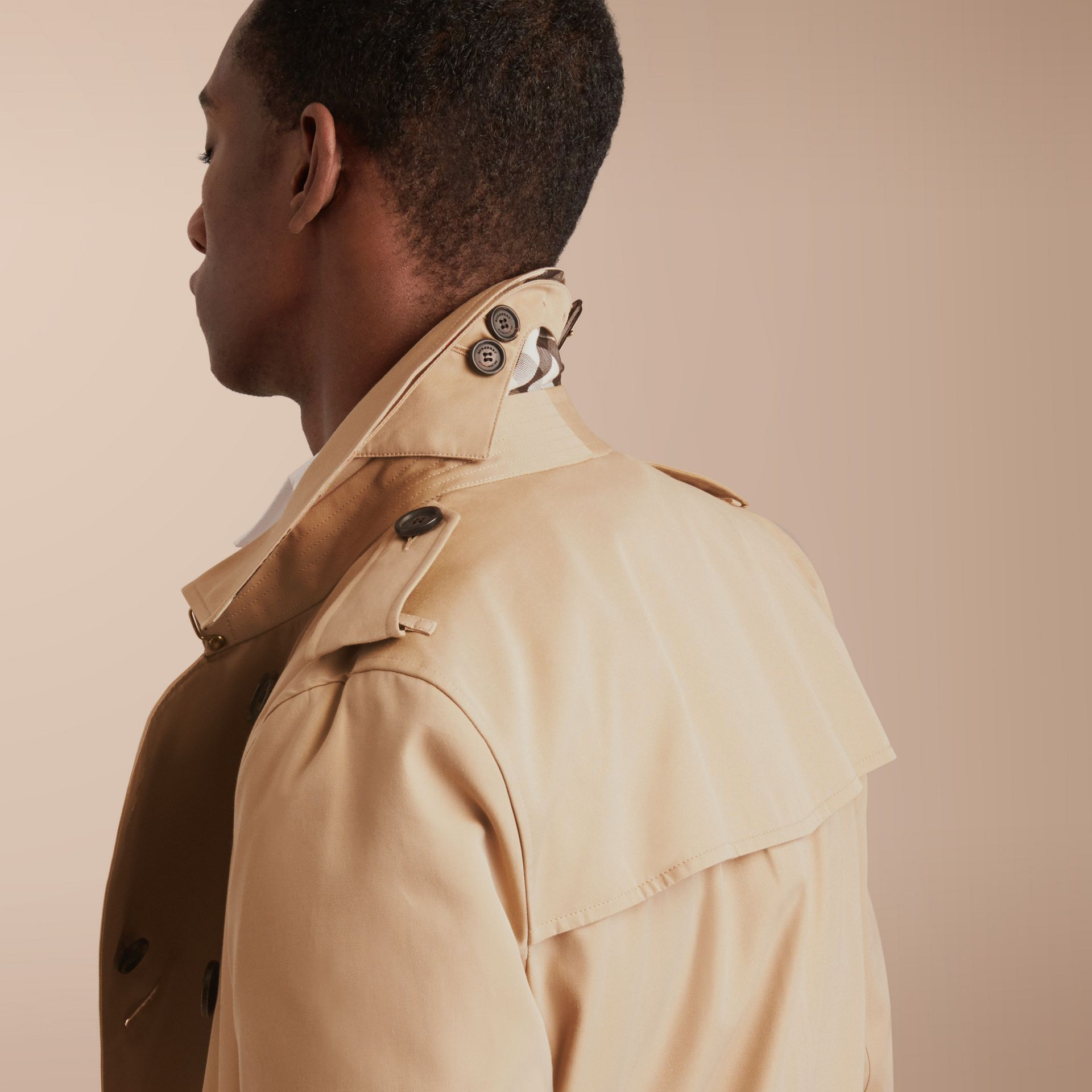 The Kensington – Long Heritage Trench Coat in Honey - Men | Burberry - gallery image 9