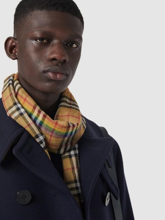 Schal aus Wolle und Seide mit Rainbow Vintage Check-Muster (Antikgelb/regenbogenoptik)