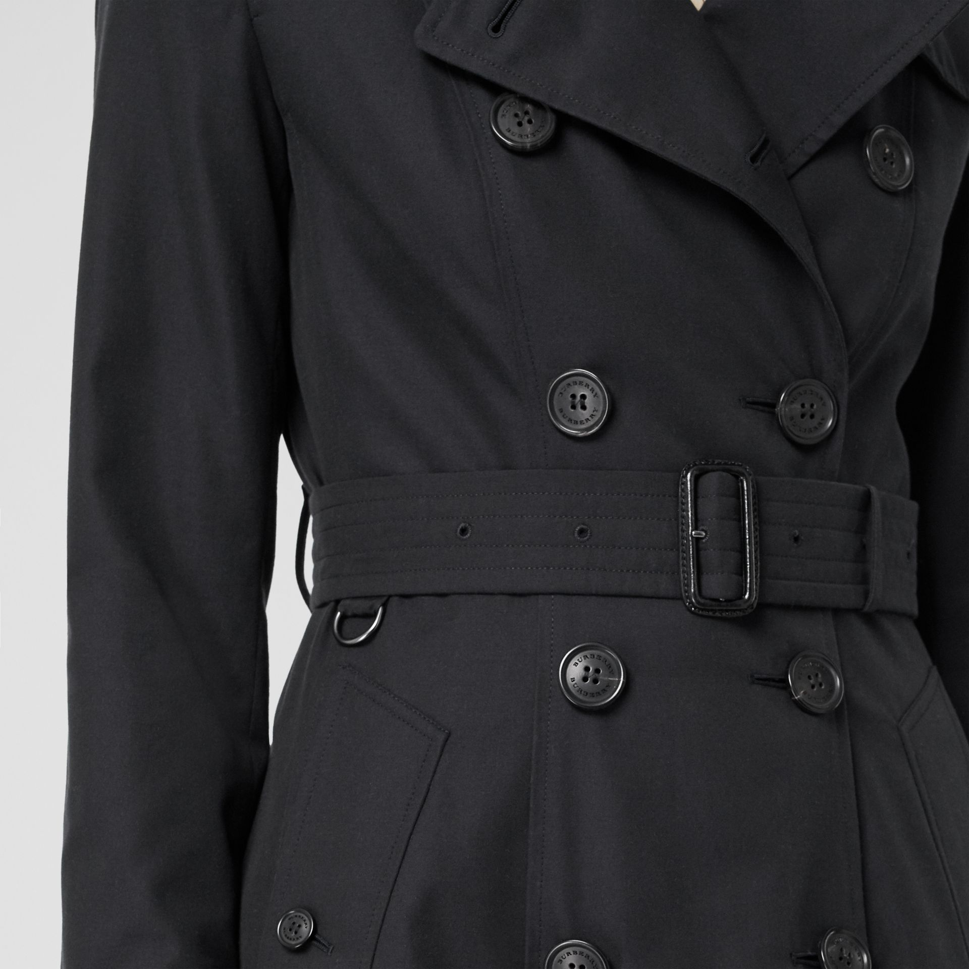 The Chelsea Heritage Trench Coat in Midnight - Women | Burberry - gallery image 5
