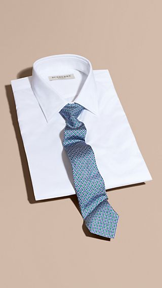 Gravata de seda com estampa geométrica e corte slim