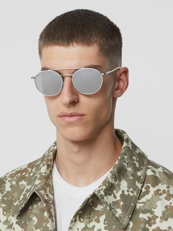 Top Bar Detail Round Frame Sunglasses in Silver - Men | Burberry Hong Kong - cell image 2