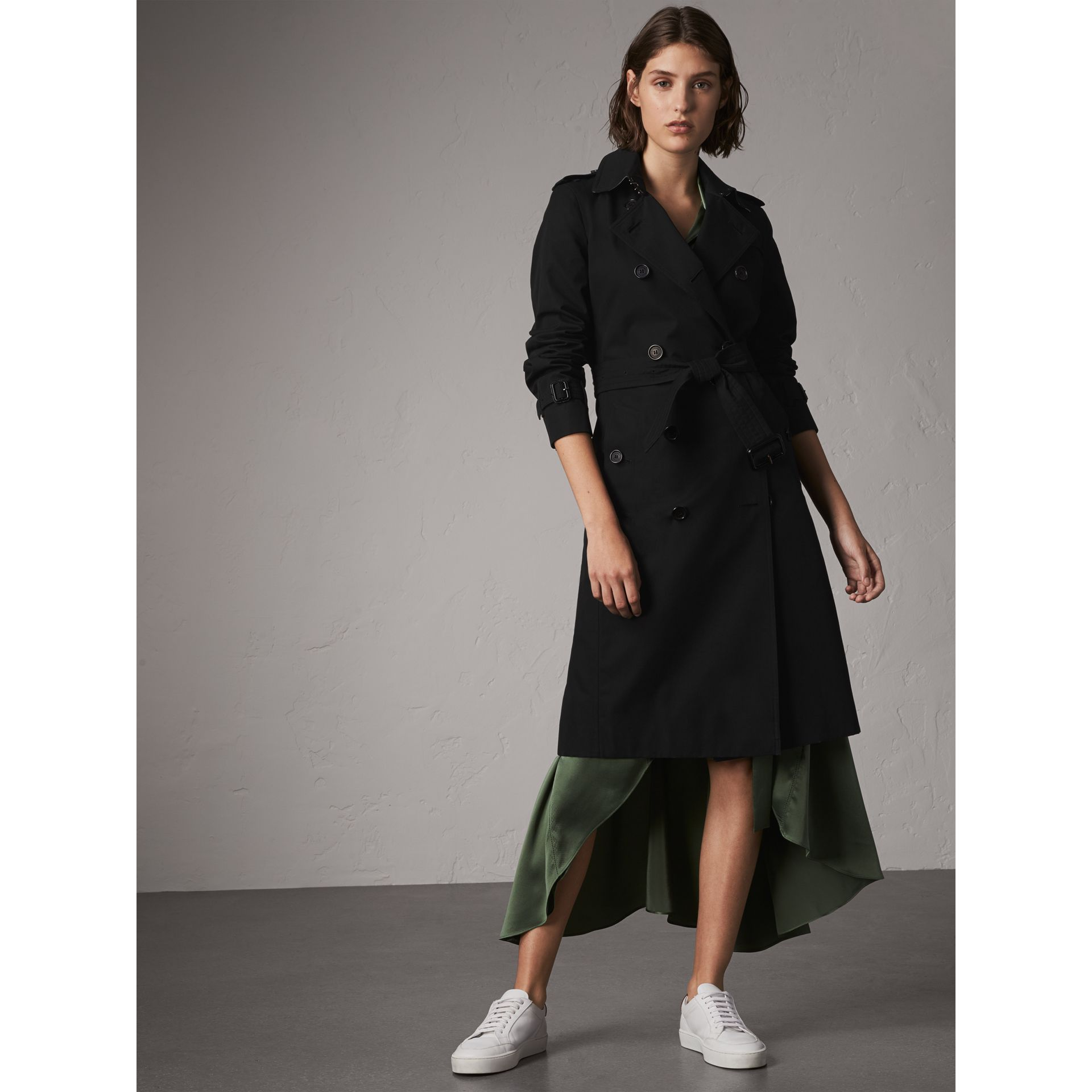 The Kensington – Extra-long Trench Coat in Black - Women | Burberry Canada - gallery image 6