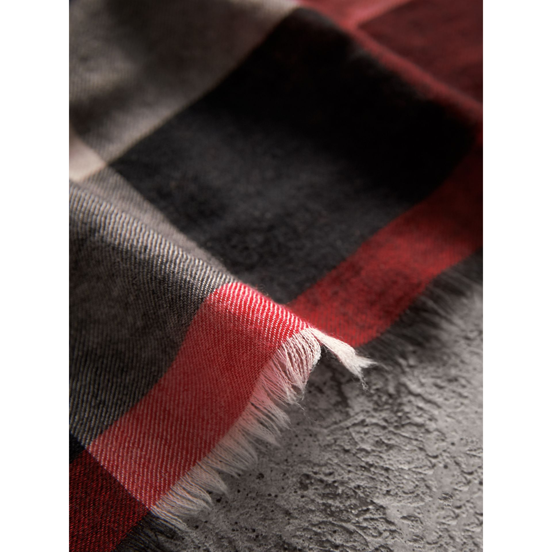The Lightweight Check Cashmere Scarf in Parade Red | Burberry United Kingdom - gallery image 4