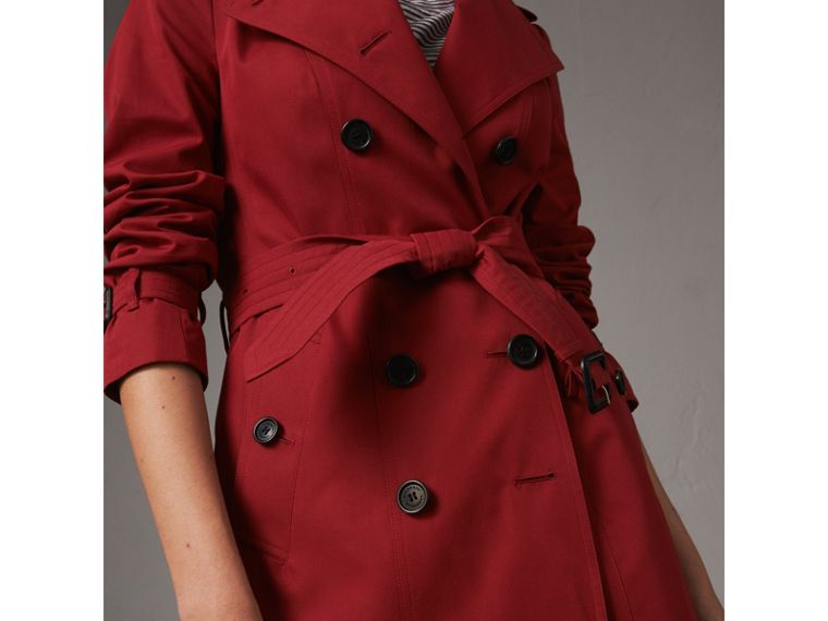 The Sandringham – Short Heritage Trench Coat in Parade Red - Women | Burberry - cell image 4