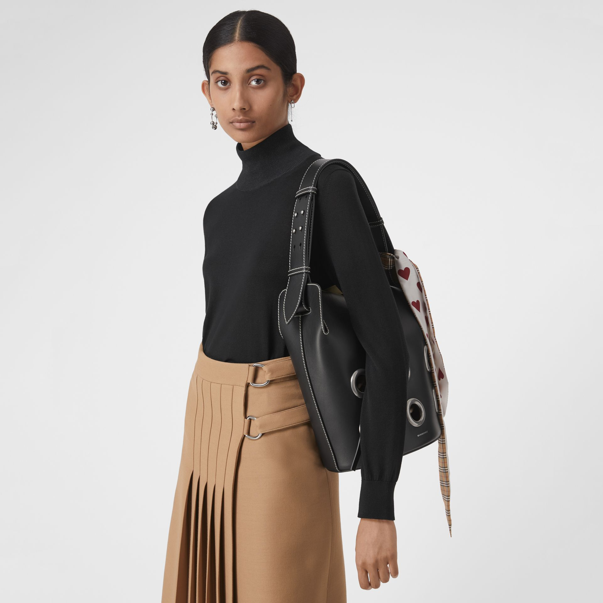 The Medium Bucket Bag aus Leder mit Ösendetails (Schwarz) - Damen | Burberry - Galerie-Bild 3