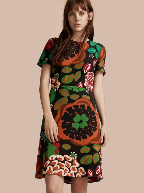 Vestido evasê de seda com estampa floral