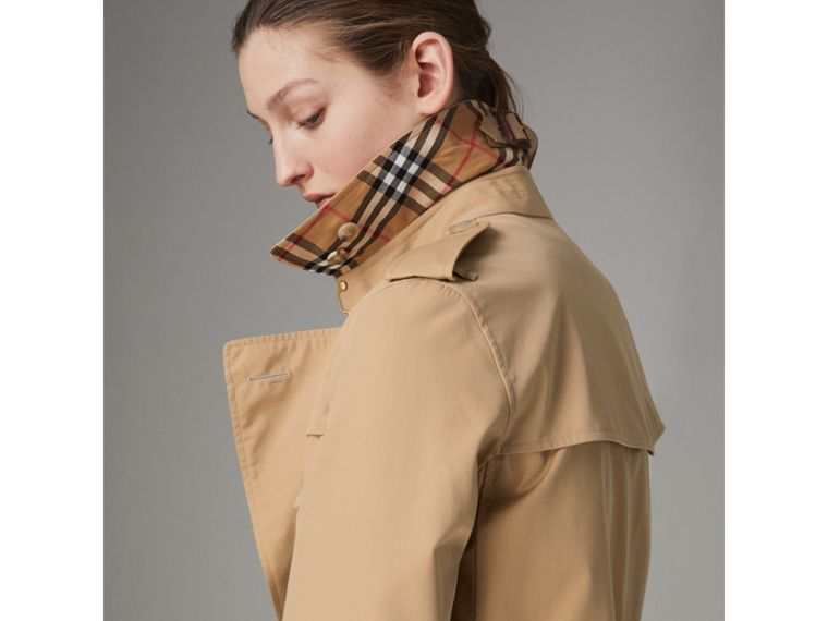 The Kensington Heritage Trench Coat in Honey - Women | Burberry - cell image 4