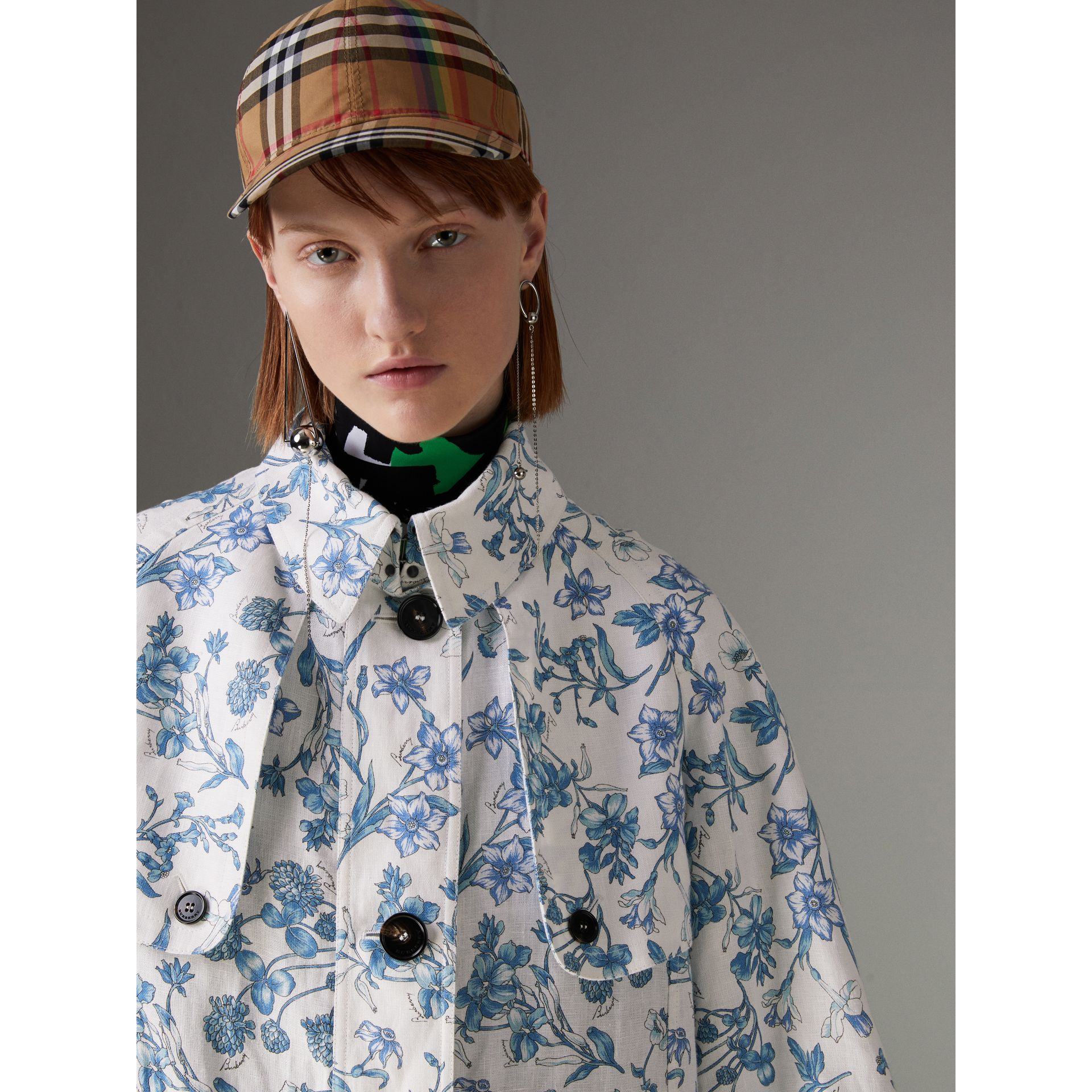 Reissued 2005 Floral Print Linen Dress Coat in Blue China - Women | Burberry - gallery image 1