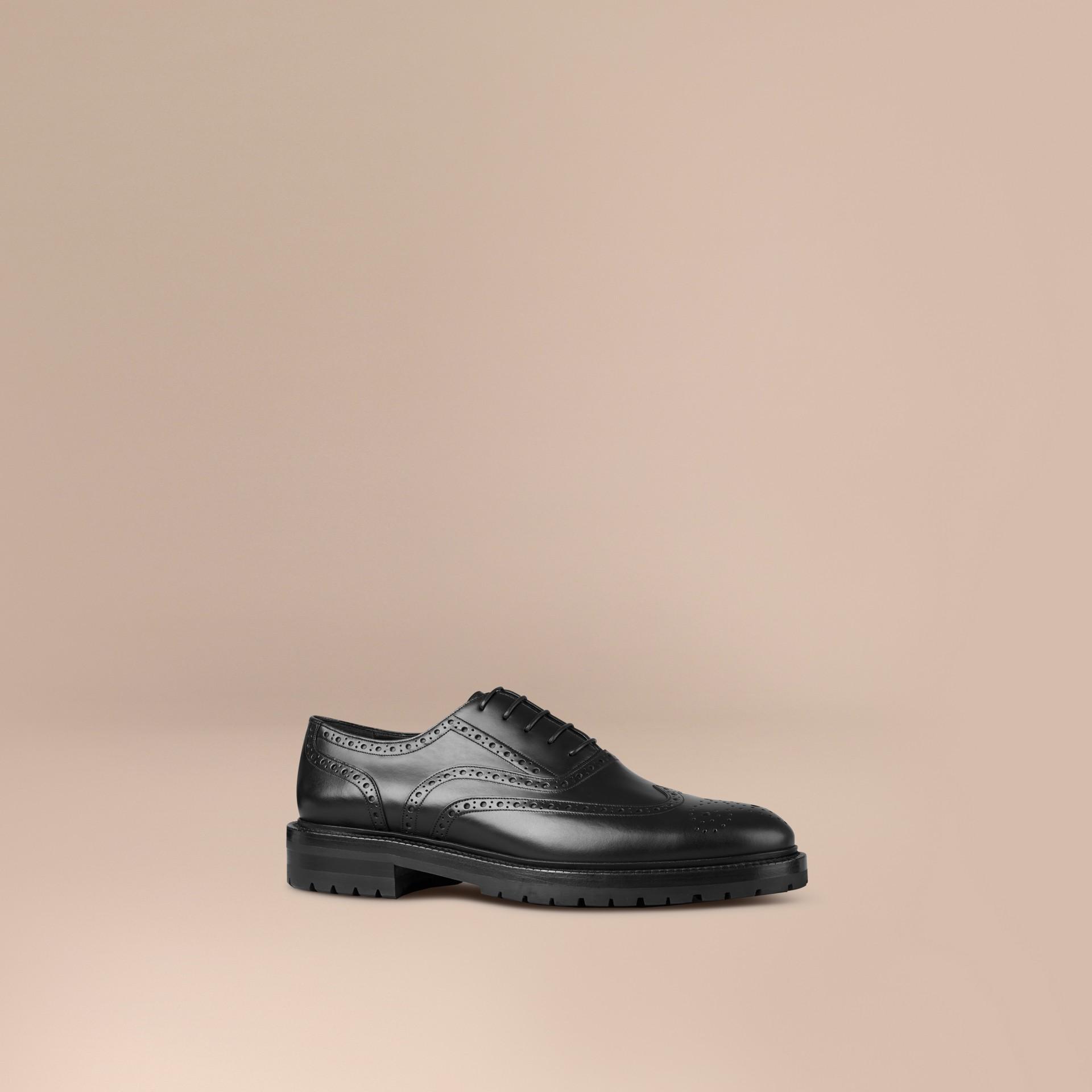 Preto Sapato em estilo brogue e bico fino de couro com sola de borracha - galeria de imagens 1