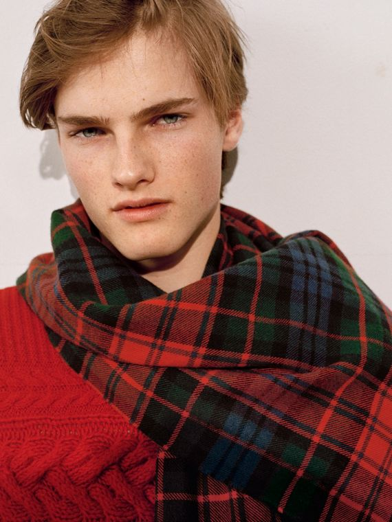 Fil Coupé Tartan Wool Cashmere Scarf in Bright Red | Burberry - cell image 3