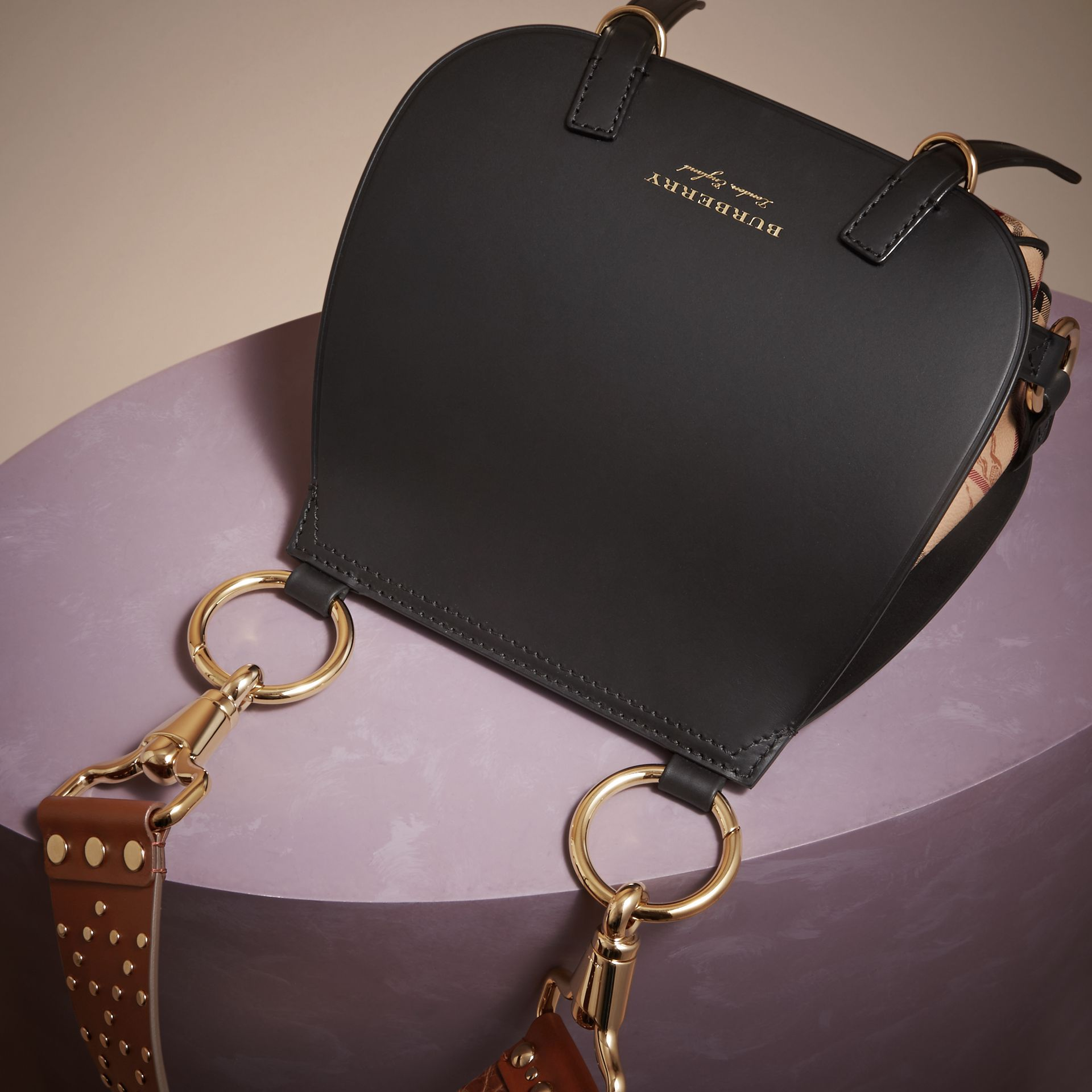 Borsa The Bridle in pelle, motivo Haymarket check e alligatore (Nero) - Donna | Burberry - immagine della galleria 7