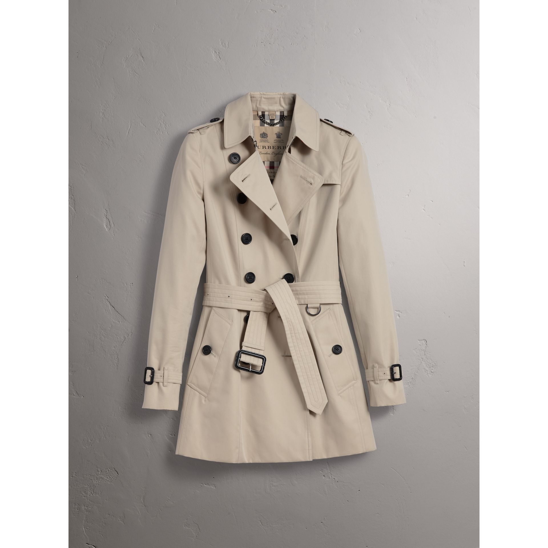The Chelsea – Short Trench Coat in Stone - Women | Burberry - gallery image 3