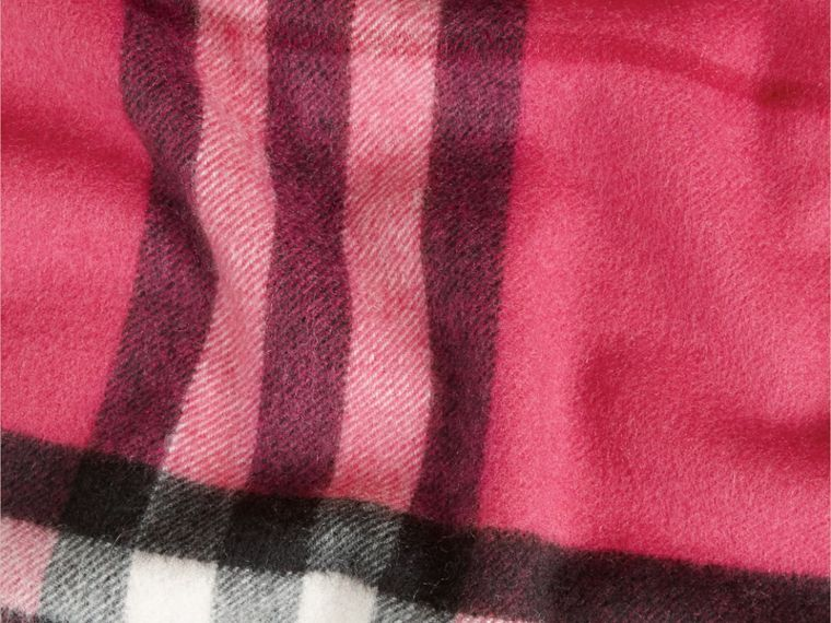 Fuchsia pink The Classic Cashmere Scarf in Check Fuchsia Pink - cell image 4