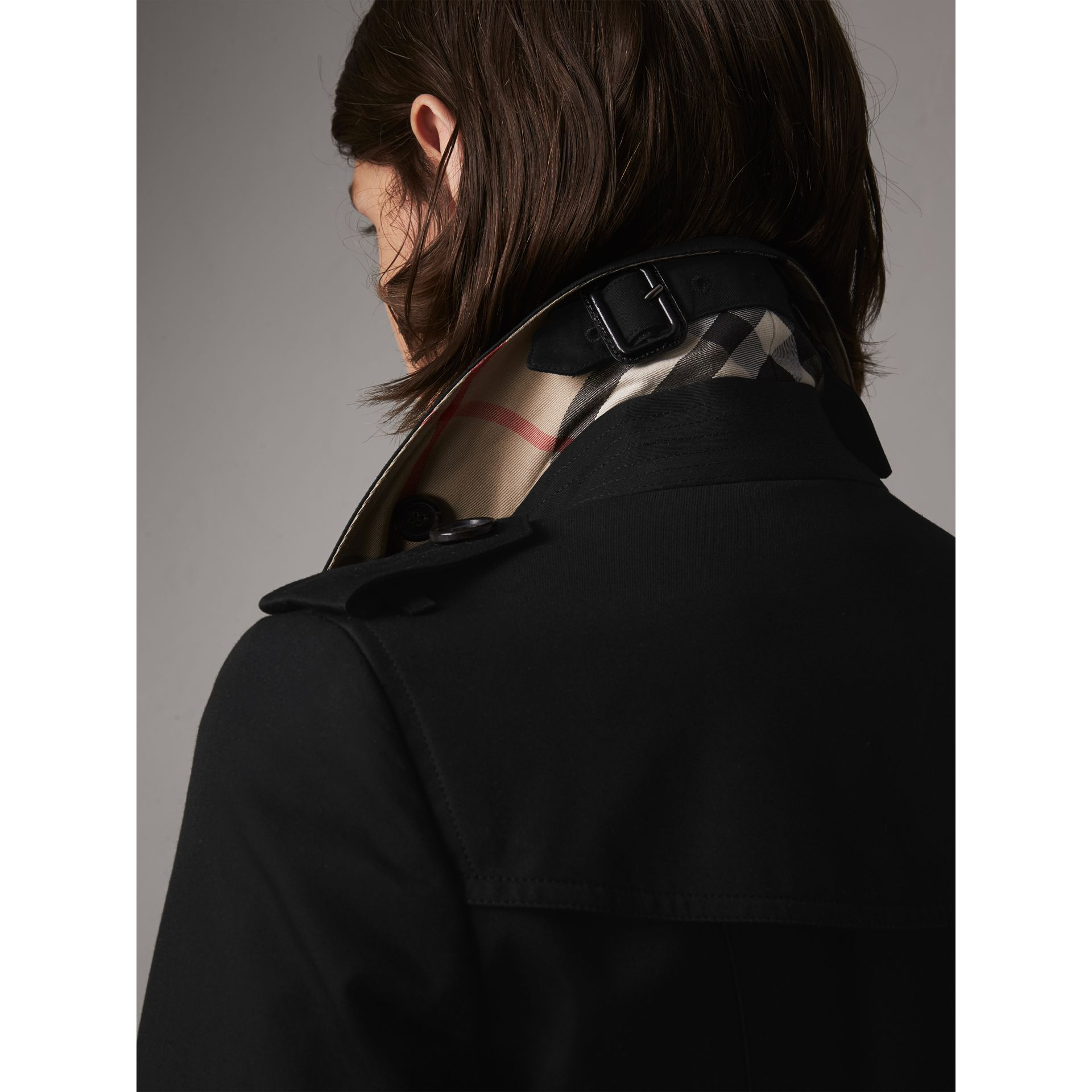 The Chelsea – Trench extra-long (Noir) - Femme | Burberry - photo de la galerie 2