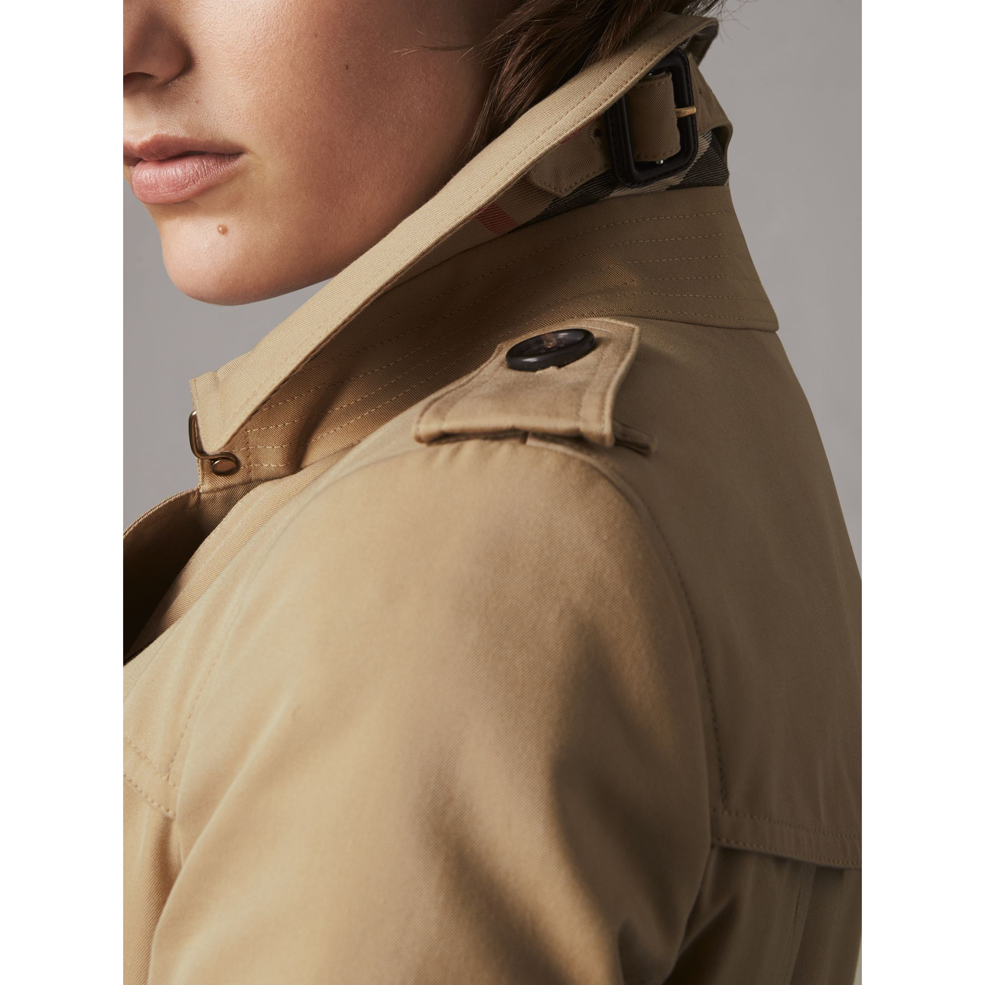 The Chelsea – Extra-long Trench Coat in Honey - Women | Burberry Canada - gallery image 2