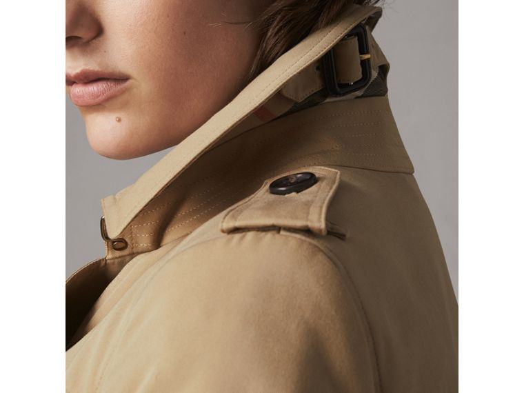 The Chelsea – Extralanger Trenchcoat (Honiggelb) - Damen | Burberry - cell image 1