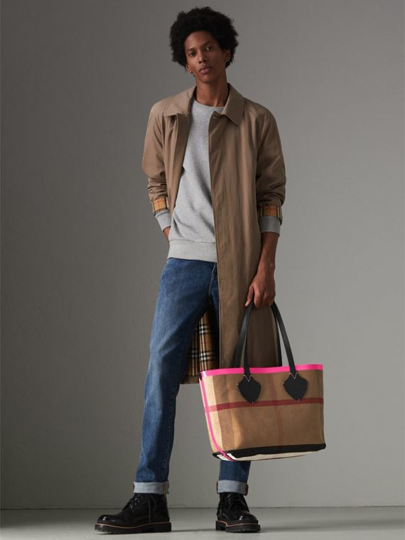 The Medium Giant Reversible Tote in Canvas and Leather in Black/neon Pink | Burberry - cell image 3