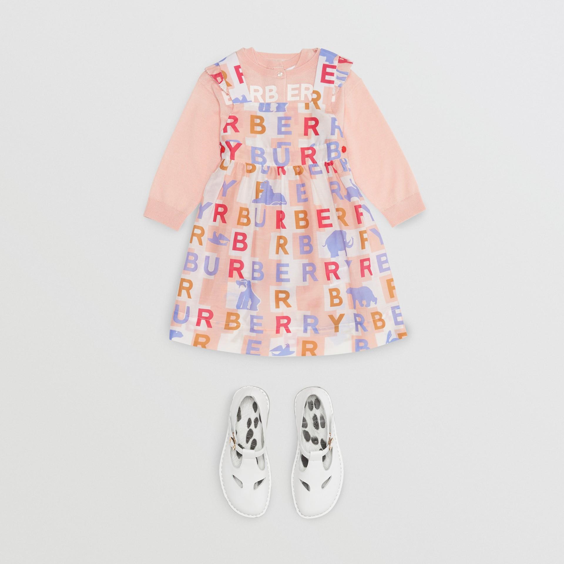 Vestido de algodão e seda com estampa de logotipos e detalhes franzidos (Rosa Claro) - Crianças | Burberry - galeria de imagens 2