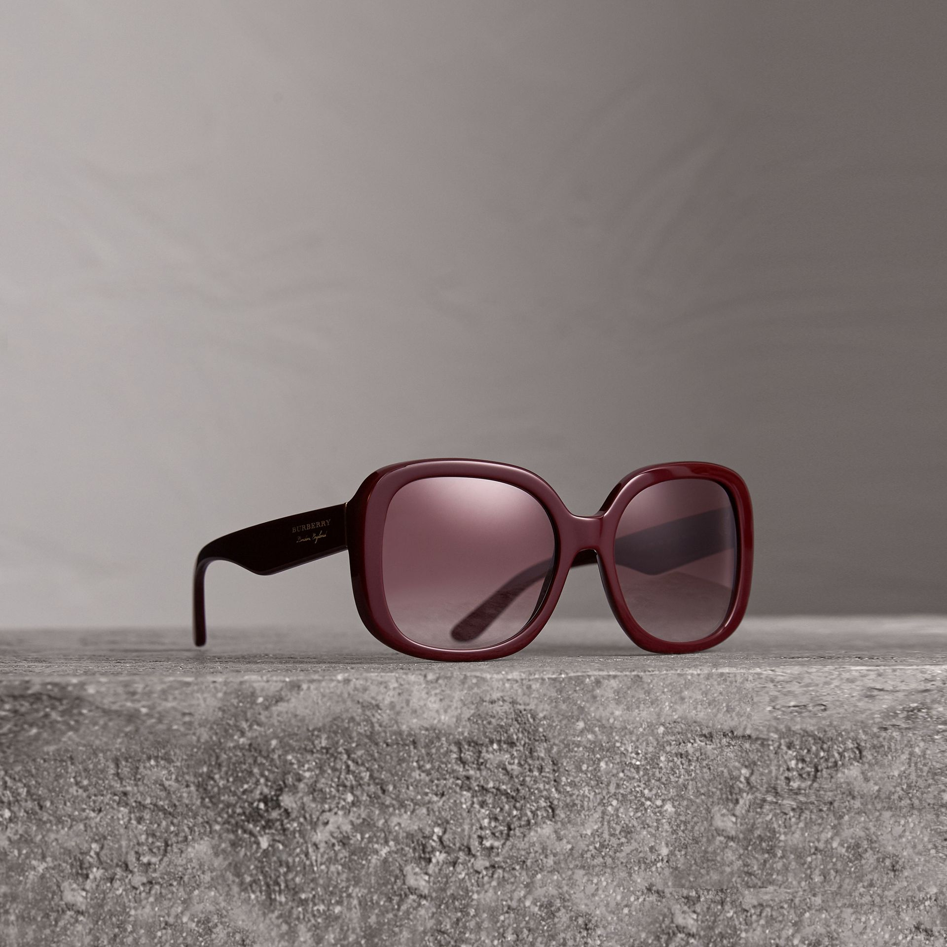 Square Frame Sunglasses in Burgundy - Women | Burberry United Kingdom - gallery image 0