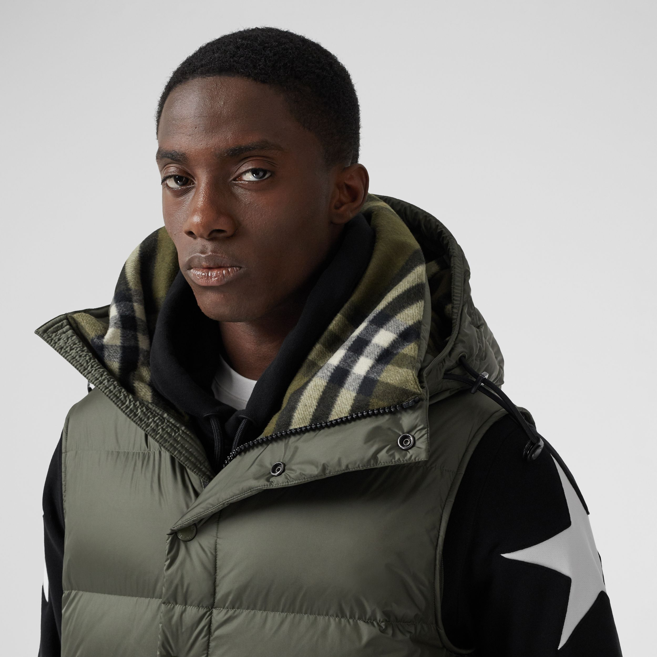 Detachable Sleeve Hooded Puffer Jacket in Olive - Men | Burberry - 2