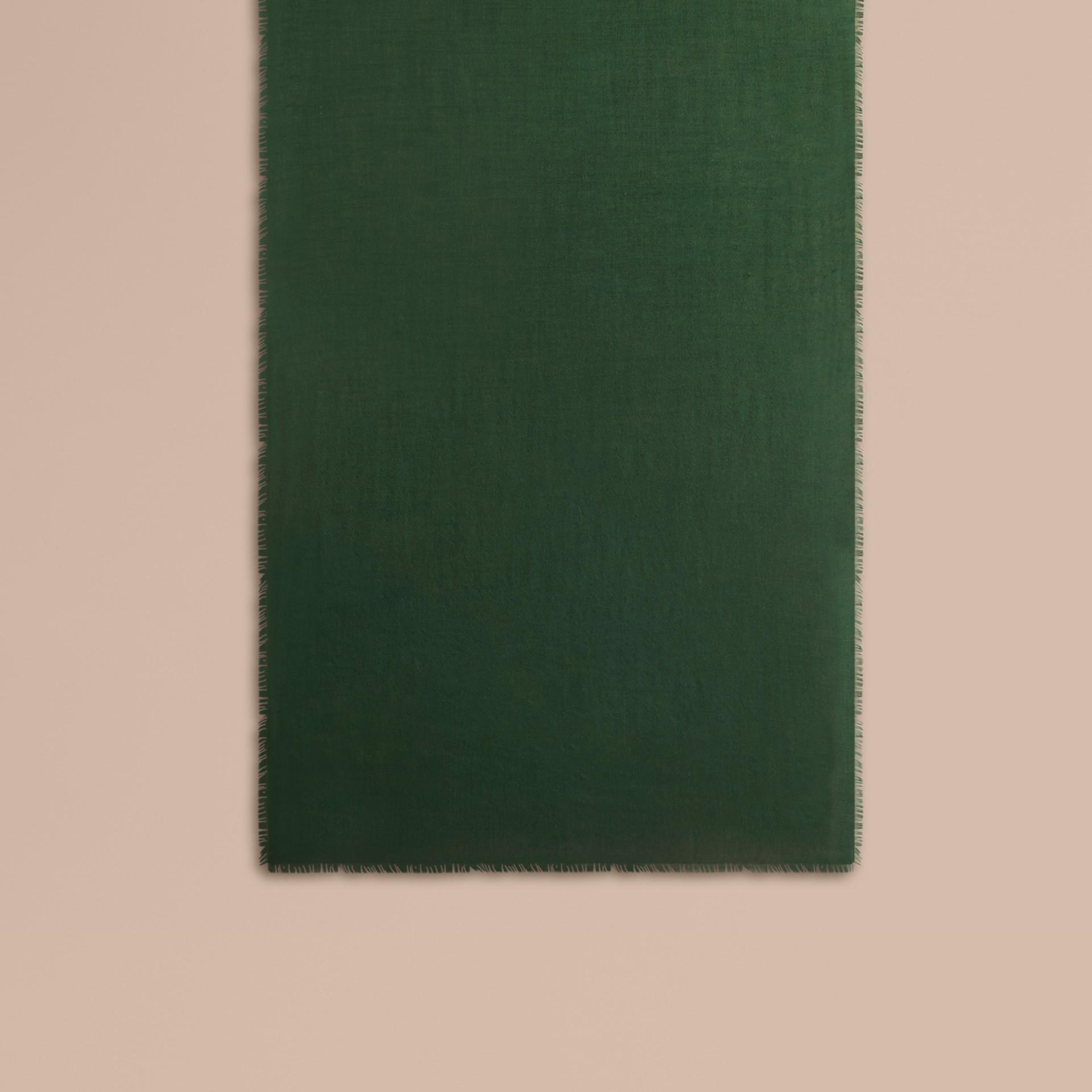 Легкий шарф из кашемира (Темно-зеленый Лес) | Burberry - изображение 2