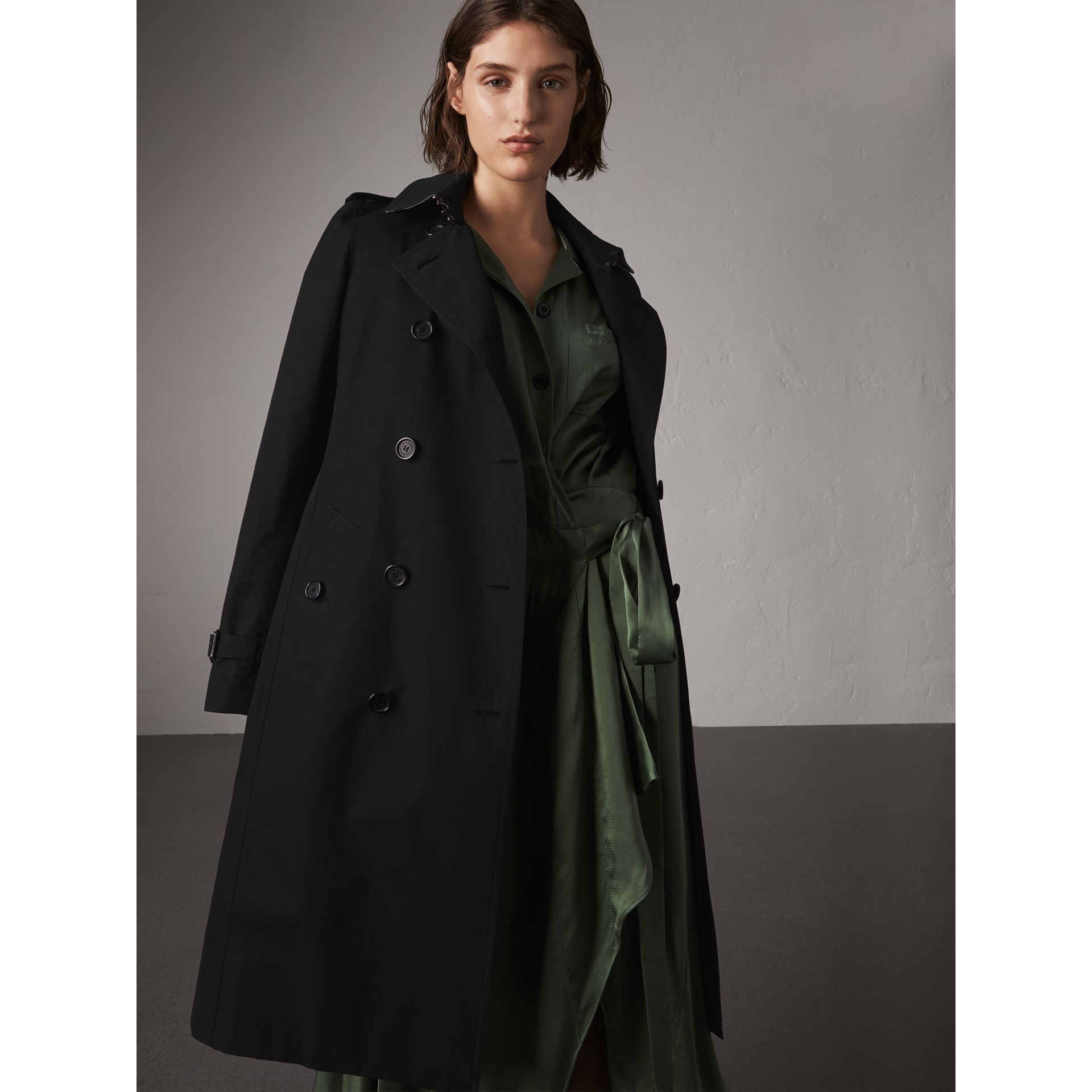 The Kensington – Extra-long Trench Coat in Black - Women | Burberry - gallery image 6