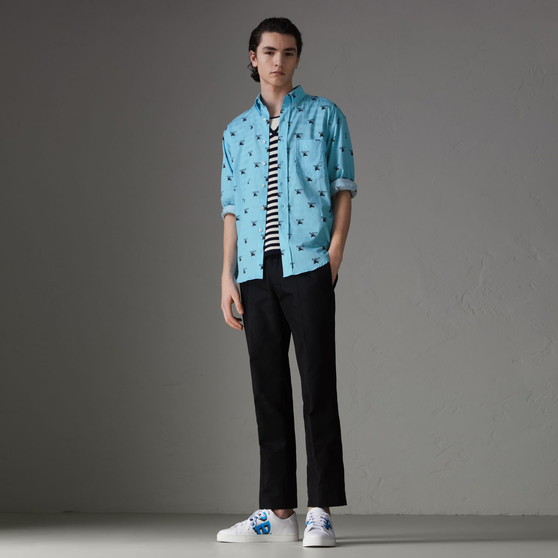 Button-down Collar Logo Print Cotton Shirt in Sky Blue - Men | Burberry United Kingdom - gallery image 4