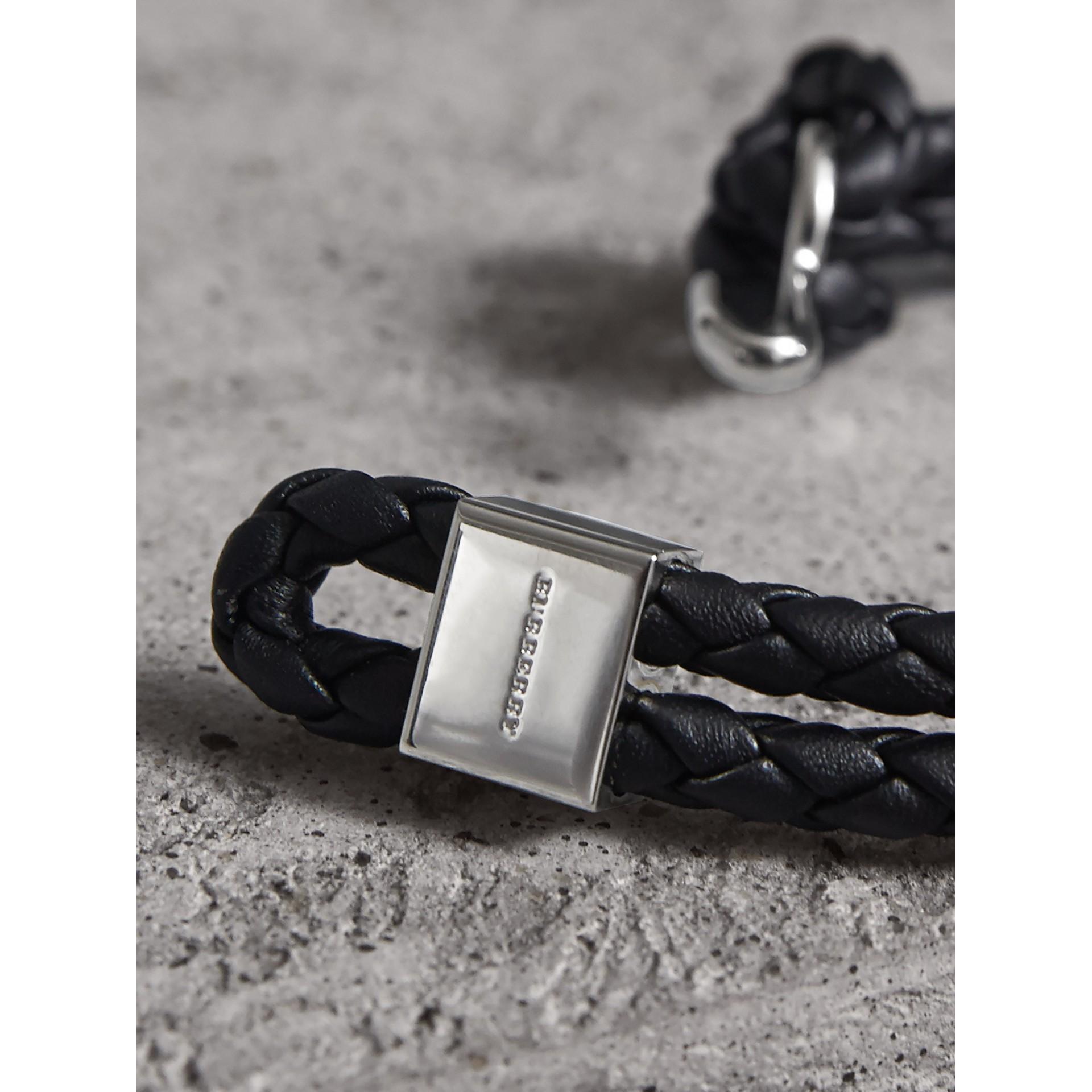 繩編皮革手鍊 (黑色) - 男款 | Burberry - 圖庫照片 2