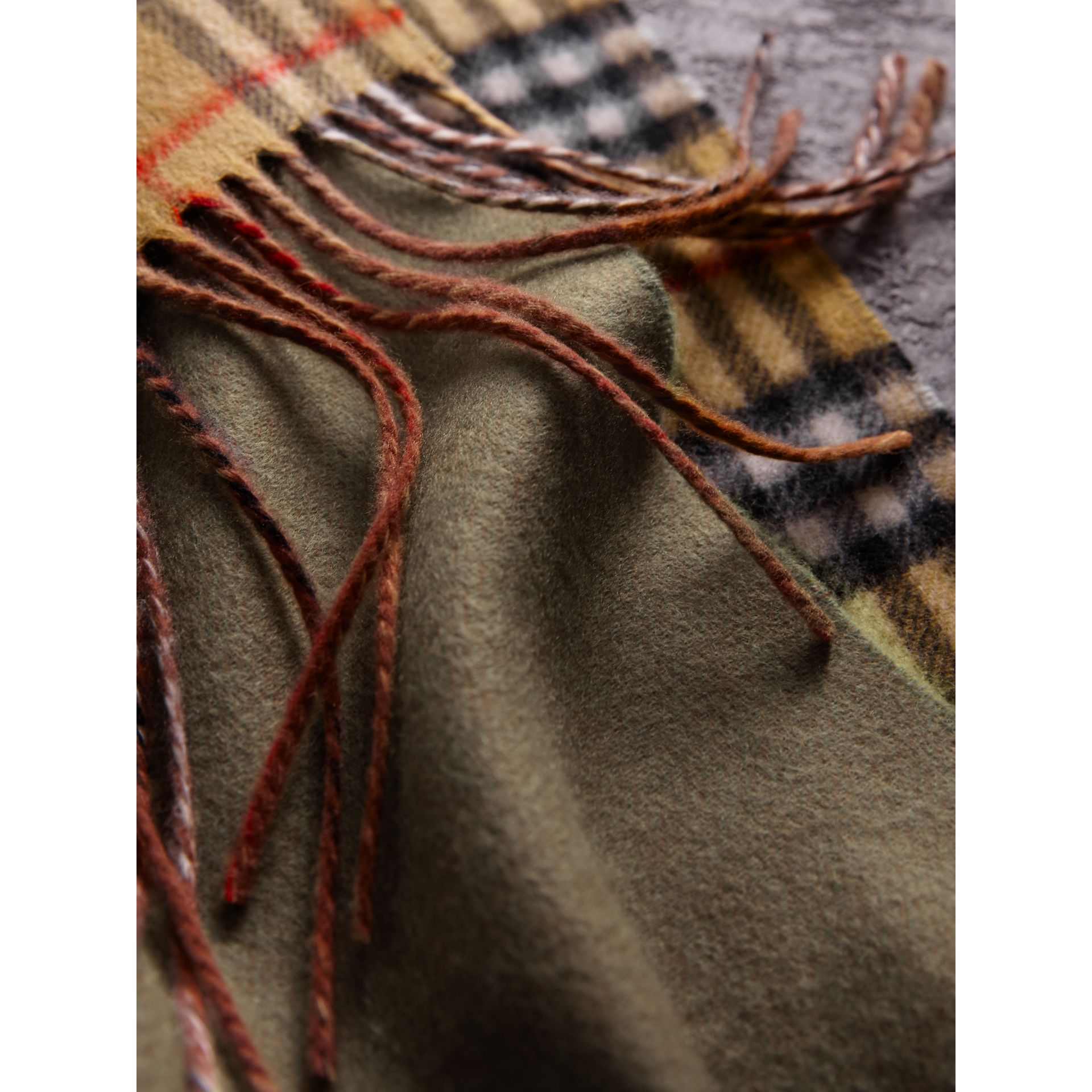 Long Reversible Vintage Check Double-faced Cashmere Scarf in Chalk Green | Burberry Australia - gallery image 4