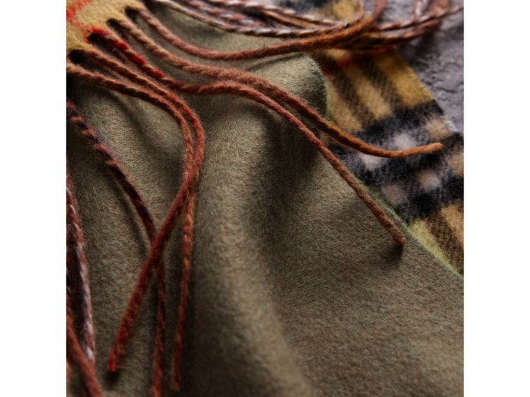 Long Reversible Vintage Check Double-faced Cashmere Scarf in Chalk Green | Burberry United States - cell image 4