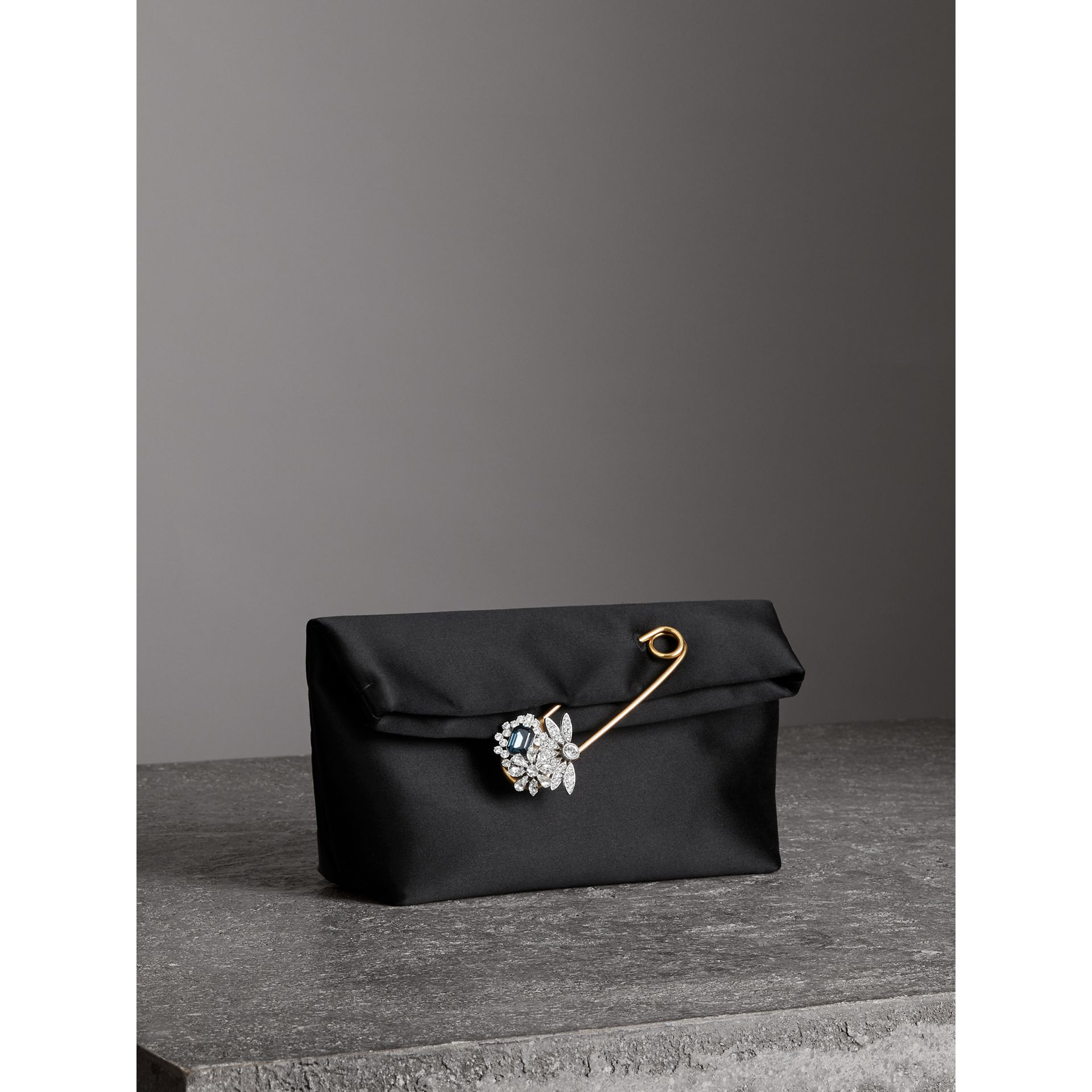 Petit clutch The Pin en satin (Noir) - Femme | Burberry - photo de la galerie 6