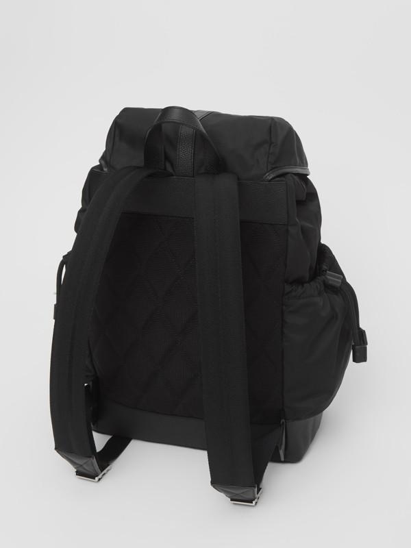 レザートリム ナイロン ベイビーチェンジング バックパック (ブラック) - チルドレンズ | バーバリー - cell image 2