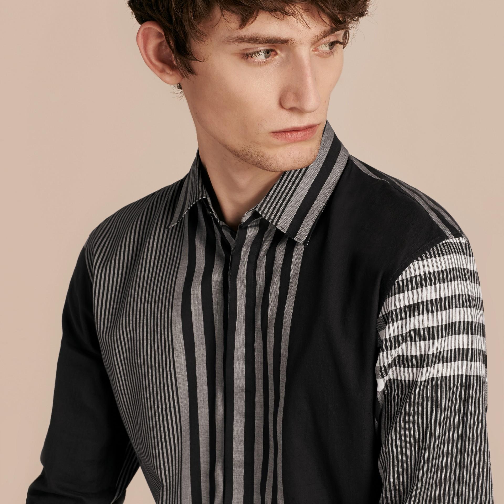 Nero Camicia in cotone con motivo check grafico Nero - immagine della galleria 5