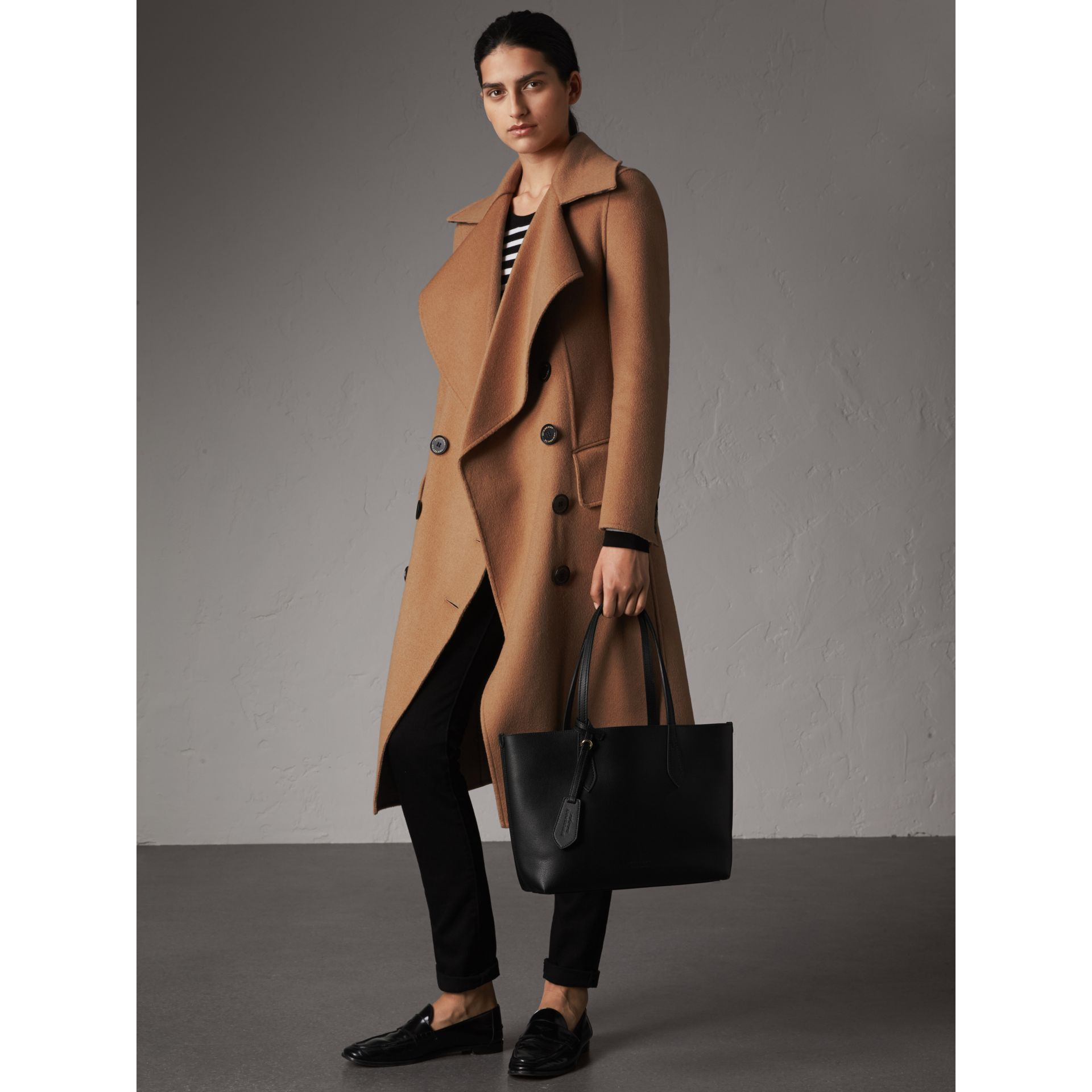 The Small Reversible Tote in Haymarket Check and Leather in Black - Women | Burberry United Kingdom - gallery image 2