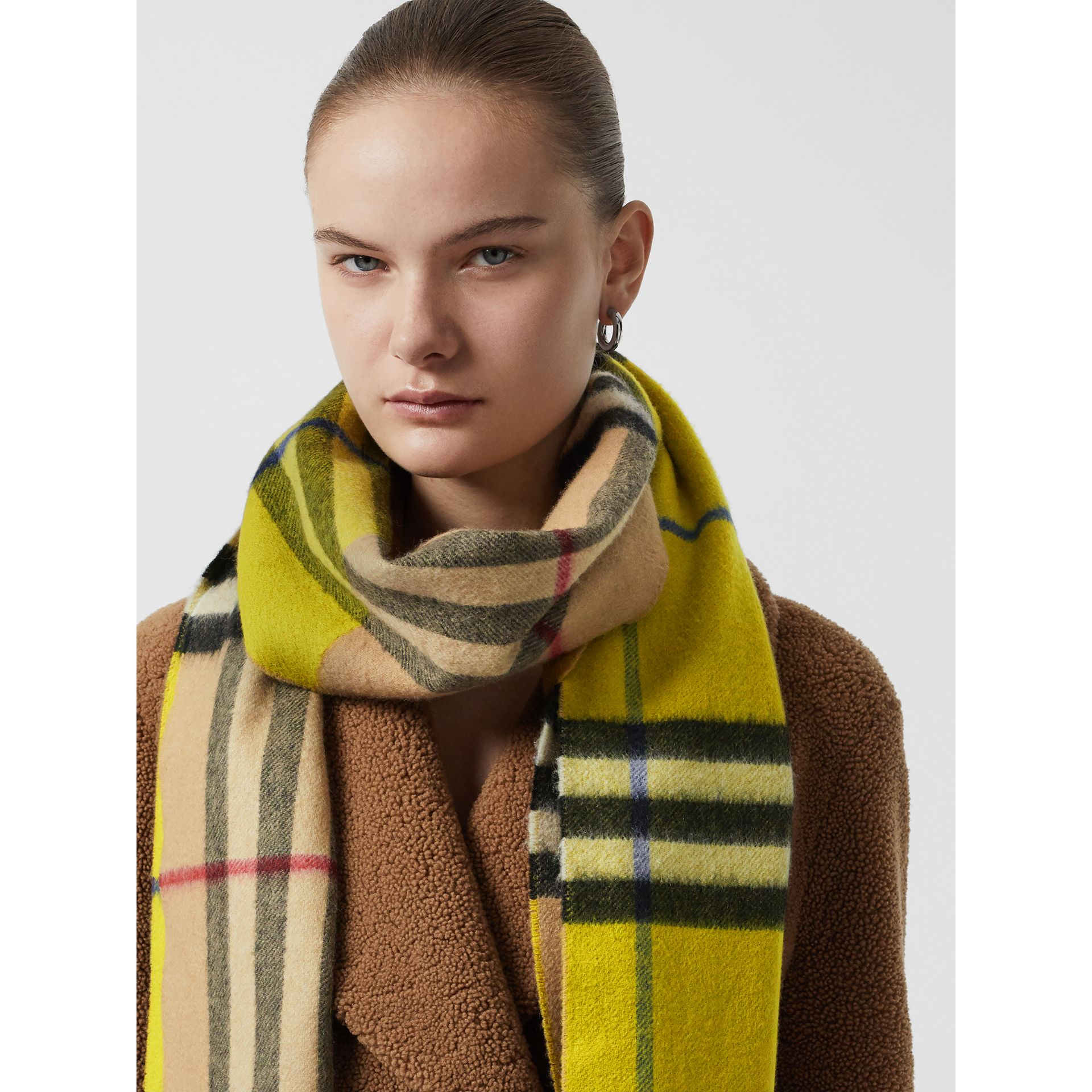 Long Reversible Check Double-faced Cashmere Scarf in Lime Citrine | Burberry Singapore - gallery image 5