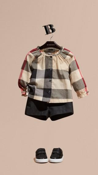 Blusa de algodão com estampa xadrez e detalhe franzido