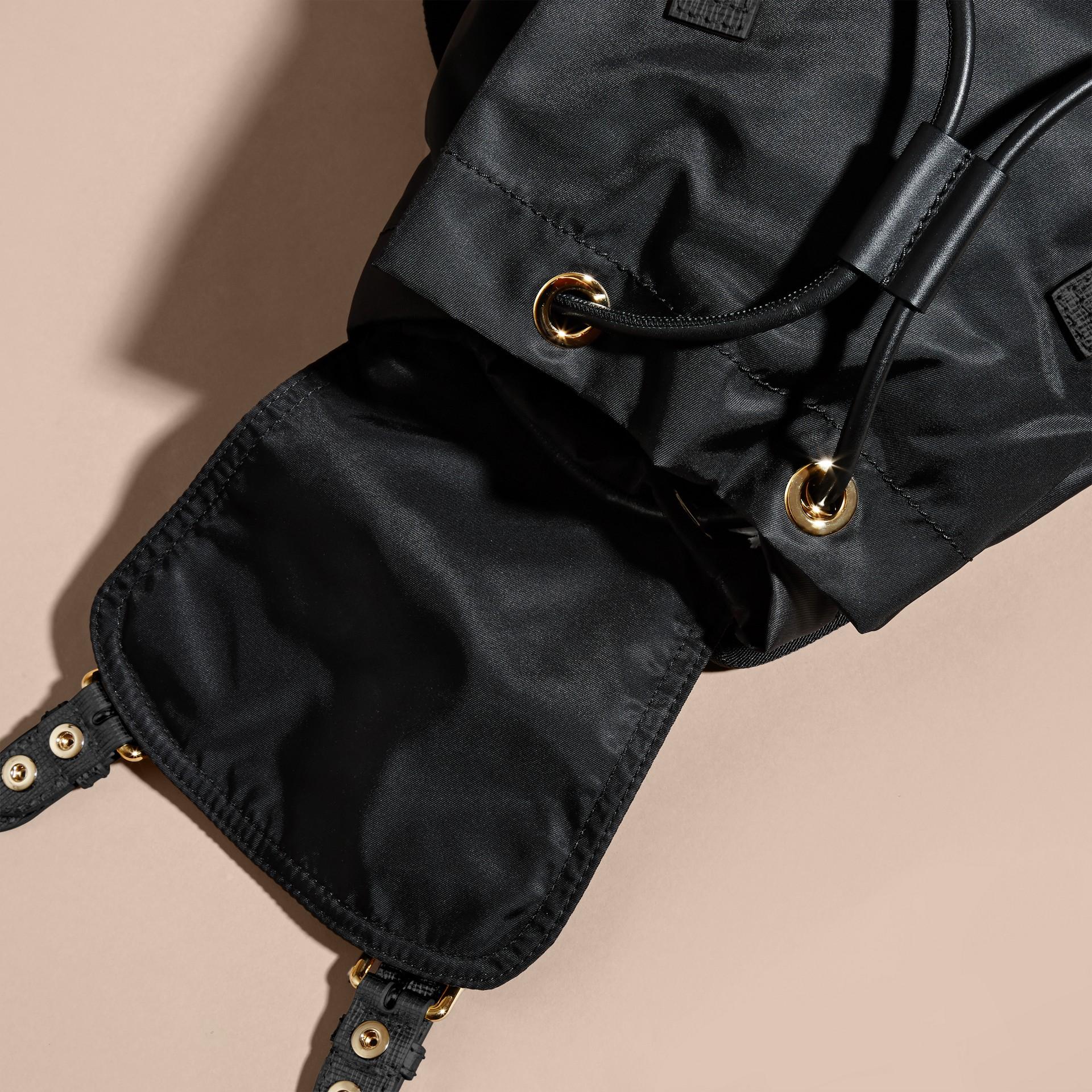 Nero/oro Zaino The Rucksack medio in nylon bicolore e pelle Nero/oro - immagine della galleria 5