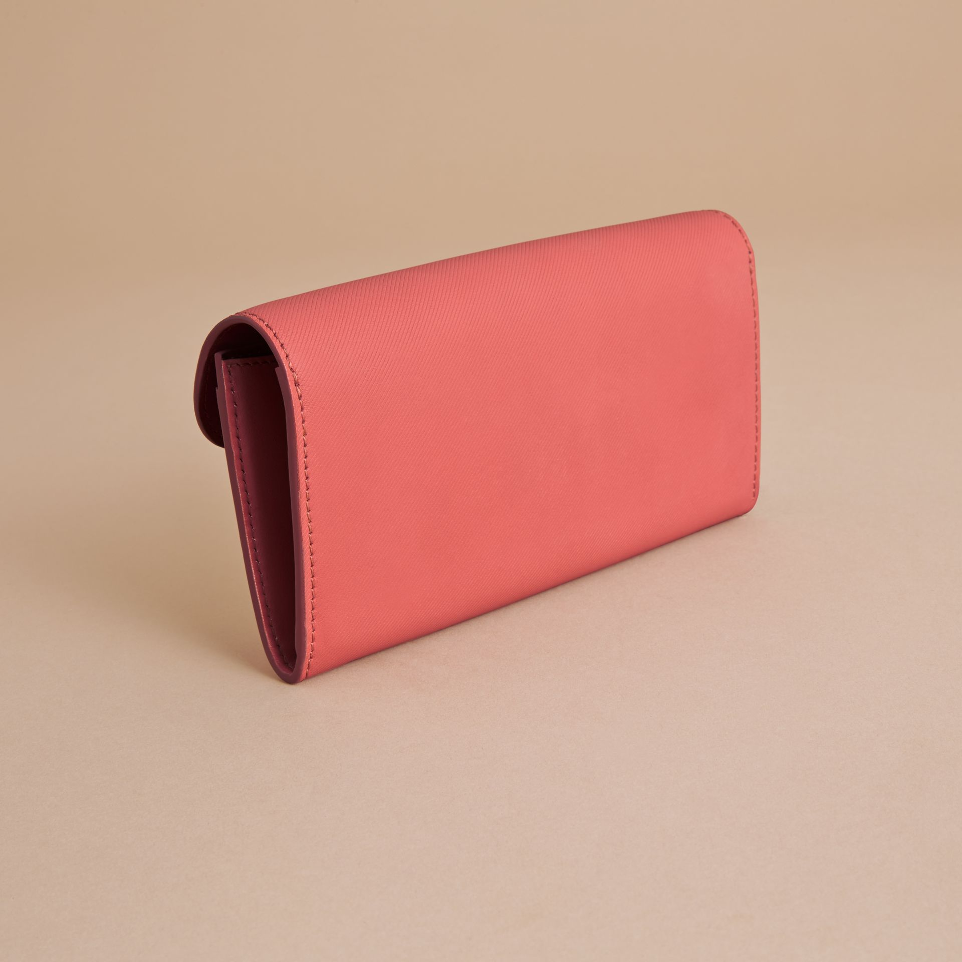 Two-tone Trench Leather Continental Wallet in Blossom Pink/antique Red - Women | Burberry United Kingdom - gallery image 3