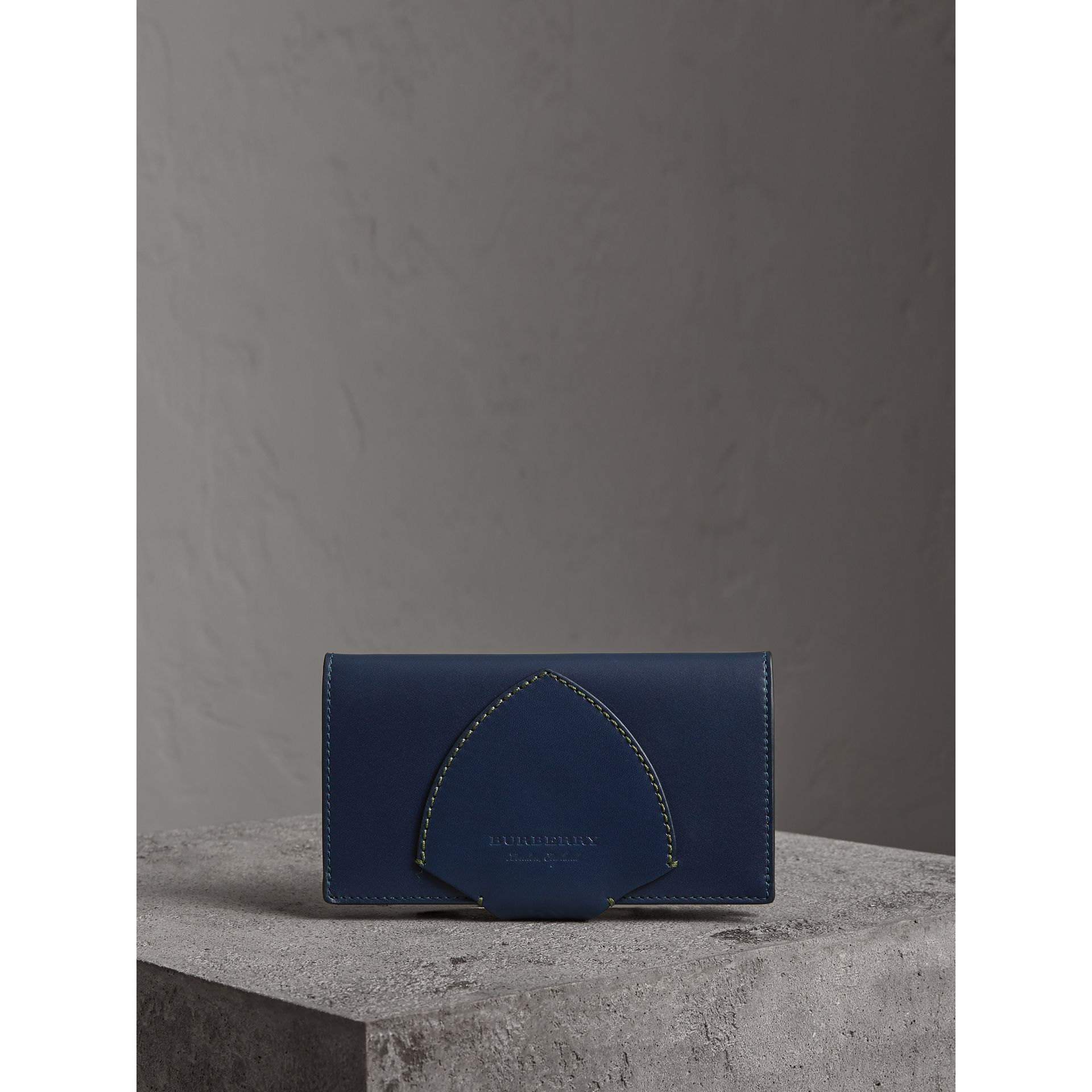Equestrian Shield Two-tone Leather Continental Wallet in Mid Indigo - Women | Burberry United Kingdom - gallery image 4