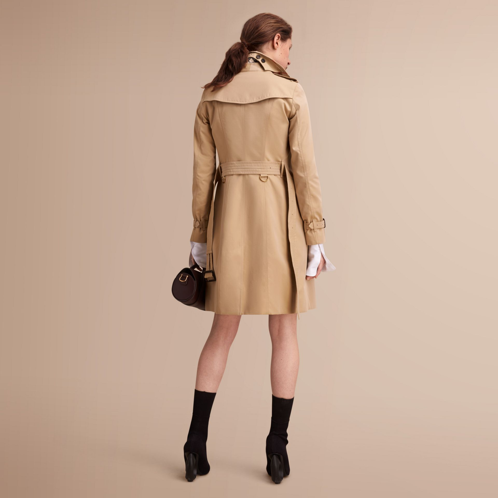 The Sandringham – Long Heritage Trench Coat in Honey - Women | Burberry - gallery image 3