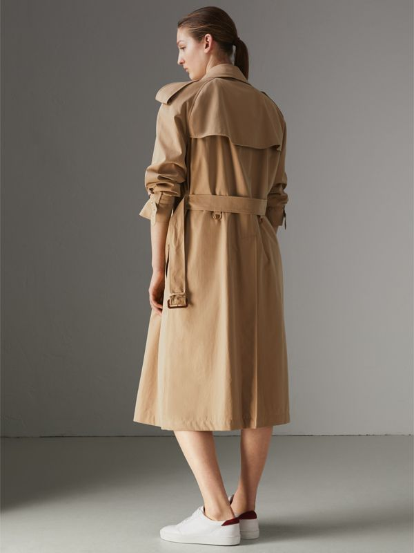 The Long Westminster Heritage Trench Coat in Honey - Women | Burberry United Kingdom - cell image 2
