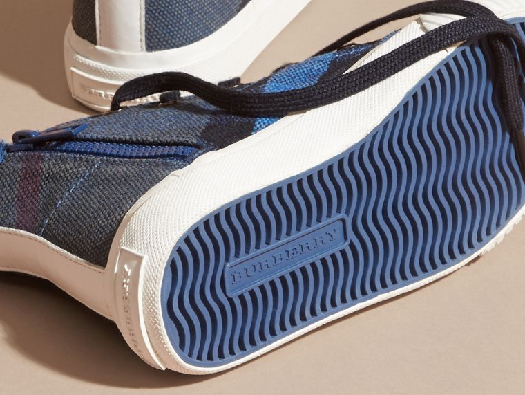 Ultramarinblau Hohe Sportschuhe mit Canvas Check-Muster - cell image 1