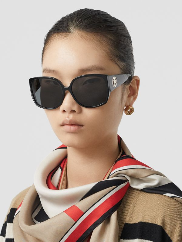 Oversized Butterfly Frame Sunglasses in Black - Women | Burberry Canada - cell image 2