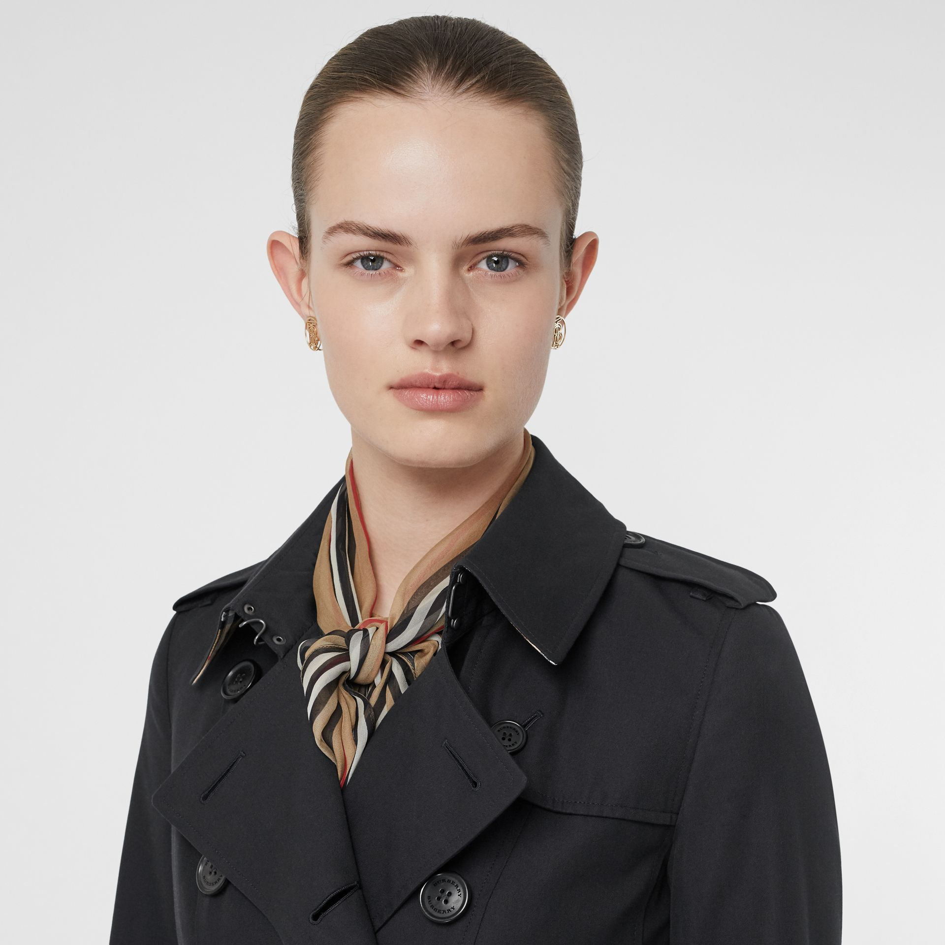 The Long Chelsea Heritage Trench Coat in Midnight - Women | Burberry Singapore - gallery image 1
