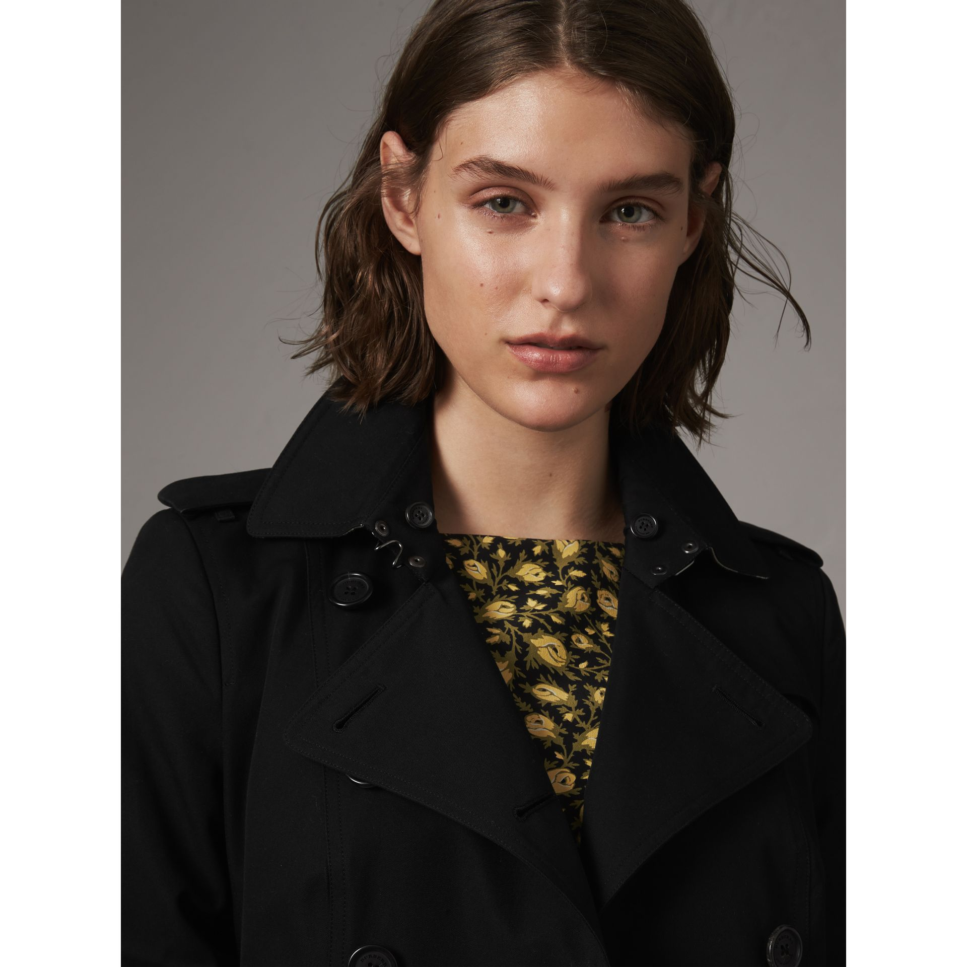 The Sandringham – Mid-Length Heritage Trench Coat in Black - Women | Burberry Canada - gallery image 5