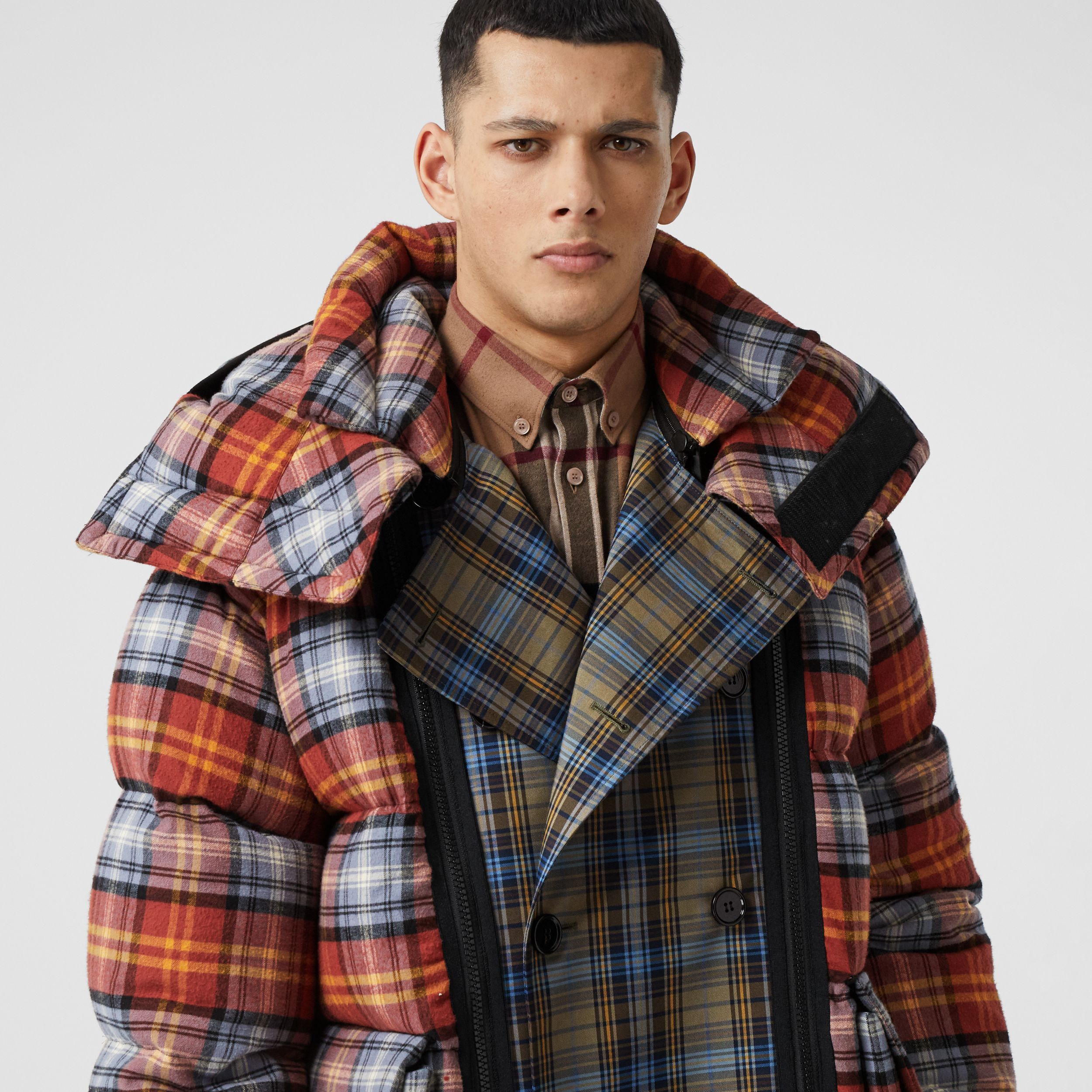Sleeveless Check Trench Coat With Detachable Puffer in Multicolour | Burberry - 4