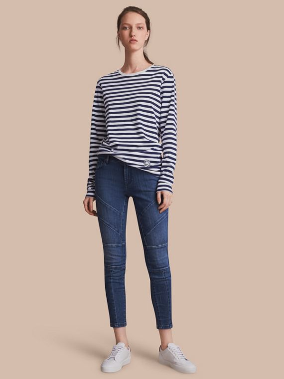 Jeans attillati in denim stretch giapponese con cuciture decorative - Donna | Burberry